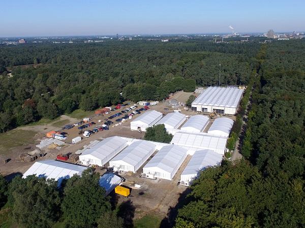 Tentenkamp op Heumensoord waar vluchtelingen opgevangen worden